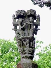 Calvaire du Saint-Esprit - Deutsch: Léhon (Bretagne, Côtes-d'Armor): Calvaire Saint-Esprit: Der Calvaire wird abgeschlossen von einer skulptierten Krone mit Szenen wesentlich aus dem Leben Mariens.