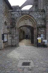 Ruines de l'ancien prieuré royal de Saint-Magloire - Cloître de l'abbaye Saint-Magloire de Léhon (France)