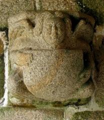Eglise Saint-Yvi de Loguivy - Français:   Console du porche sud de l\'église de Loguivy-lès-Lannion, commune de Lannion (22).