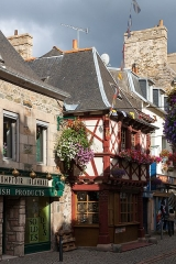 Maison de bois - English: An ancient Hardware store in Paimpol ( 6 Rue des Huit Patriotes )