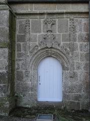 Chapelle de Notre-Dame de la Clarté - Français:   Chapelle Notre-Dame-de-la-Clarté en Perros-Guirec (22). Porte septentrionale.