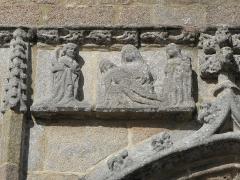 Chapelle de Notre-Dame de la Clarté - Français:   Chapelle Notre-Dame-de-la-Clarté en Perros-Guirec (22). Pietà sculptée au porche sud.