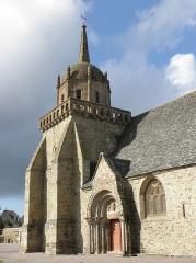 Eglise Saint-Jacques - Français:   Église Saint-Jacques de Perros-Guirec (22). Clocher et portail sud.