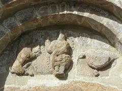 Eglise Saint-Jacques - Français:   Église Saint-Jacques de Perros-Guirec (22). Tympan du portail sud. Le Christ en gloire entre le lion de Saint-Marc et l\'aigle de Saint-Jean.