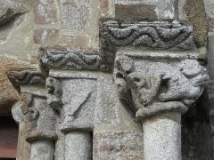 Eglise Saint-Jacques - Français:   Église Saint-Jacques de Perros-Guirec (22). Ébrasement droit du portail sud.