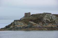 Fort de l'île aux Moines, dans l'archipel des Sept-Iles - Français:   Le fort sur l\'Île aux moines