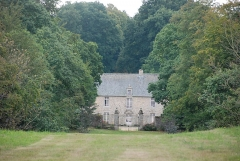 Manoir de Boisgelin, ou Château-Hôtel de Coatguelen - Français:   Vue du manoir de Boisgelin depuis la D96