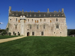 Château de la Roche-Jagu et ses dépendances - This building is indexed in the Base Mérimée, a database of architectural heritage maintained by the French Ministry of Culture,under the reference PA00089447 .
