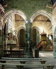 Chapelle de Kerfons-en-Kerfaouës - Chapelle Notre-Dame-de-Kerfons-en-Kerfaouës, commune de Ploubezre (22). Vue traversante du transept.