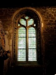 Chapelle de Kerfons-en-Kerfaouës - Chapelle Notre-Dame-de-Kerfons-en-Kerfaouës, commune de Ploubezre (22). Fenêtre orientale de la costale sud de la nef.