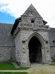 Chapelle de Kermaria-an'Isquit - Français:   Chapelle de Kermaria-an-Isquit, commune de Plouha (22). Porche sud.