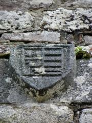 Chapelle de Kermaria-an'Isquit - Français:   Chapelle de Kermaria-an-Isquit, commune de Plouha (22). Écu armorié.