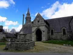 Chapelle de Kermaria-an'Isquit - Français:   Chapelle de Kermaria-an-Isquit, commune de Plouha (22). Flanc sud de la nef.