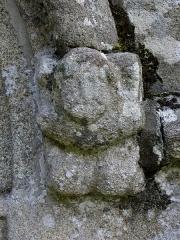 Chapelle de Kermaria-an'Isquit - Français:   Chapelle de Kermaria-an-Isquit, commune de Plouha (22). Console sculptée de la porte du croisillon sud.