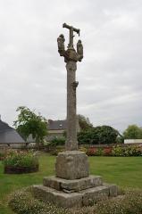 Eglise Saint-Dogmaël, calvaire et clôture du cimetière - Brezhoneg: Iliz Ploulec'h.