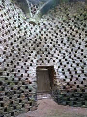 Château de la Houssaye - Français:   Boulins à l\'intérieur du pigeonnier du château de la Houssaye