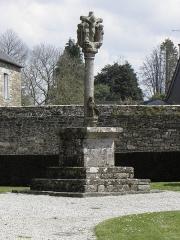 Eglise Notre-Dame de Délivrance - Calvaire de l'enclos paroissial du Quillio (22).