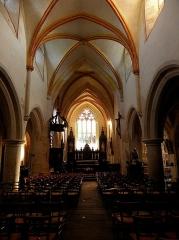 Eglise Sainte-Catherine - Intérieur de l'église Sainte-Catherine de La Roche-Derrien (22). Vaisseau principal.