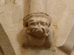 Eglise Sainte-Catherine - Intérieur de l'église Sainte-Catherine de La Roche-Derrien (22). Culot sculpté.