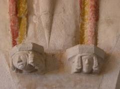 Eglise Sainte-Catherine - Intérieur de l'église Sainte-Catherine de La Roche-Derrien (22). Culots sculptés.