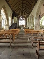 Eglise Notre-Dame et cimetière - Français:   Nef de l\'église Notre-Dame de Runan (22).