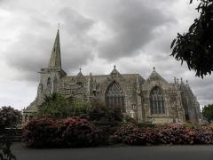 Eglise Notre-Dame et cimetière - Façade méridionale de l'église Notre-Dame de Runan (22).