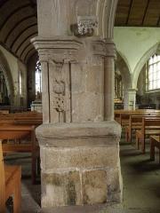 Eglise Notre-Dame et cimetière - Français:   Pile ouvragée de l\'église Notre-Dame de Runan (22).