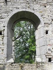 Ancienne église Saint-André - Ancienne église de Saint-André-des-Eaux (22). Fenêtre moderne de la costale sud de la nef.