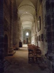 Cathédrale Saint-Etienne - Vue vers l'ouest du collatéral nord de la cathédrale Saint-Étienne de Saint-Brieuc (22).