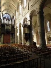 Cathédrale Saint-Etienne - Vue vers l'ouest de la nef principale, du collatéral nord et du grand orgue de la cathédrale Saint-Étienne de Saint-Brieuc (22).