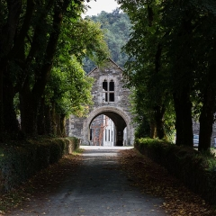 Abbaye de Bon Repos - Français:  Porte de l'abbaye Notre-Dame-de-Bon-Repos (Saint-Gelven, France).