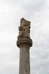Eglise Saint-Quémeau de Locquémeau - Brezhoneg: Iliz Sant Kemo e Tredraezh-Lokemo: kalvar muturniet en antre kreizteiz ar c'hloz.