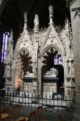Ancienne cathédrale Saint-Tugdual et cloître - Français:   Cathédrale Saint-Tugdual de Tréguier - Tréguier - Côtes d\'Armor - France: sépulcre de Saint Yves