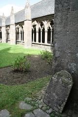 Ancienne cathédrale Saint-Tugdual et cloître - Français:   Cathédrale Saint-Tugdual de Tréguier - Tréguier - Côtes d\'Armor - France. Galeire est du cloître.