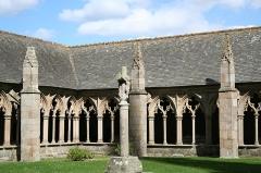 Ancienne cathédrale Saint-Tugdual et cloître - Français:   Cathédrale Saint-Tugdual de Tréguier - Tréguier - Côtes d\'Armor - France. Angle nord-est du cloître.
