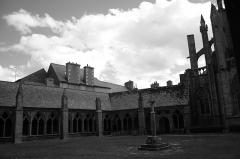 Ancienne cathédrale Saint-Tugdual et cloître - Français:   Cathédrale Saint-Tugdual de Tréguier - Tréguier - Côtes d\'Armor - France. Galeries est et sud du cloître.