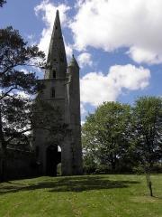 Ancienne église Saint-Michel - Français:   Tour-clocher de l\'ancienne église Saint-Michel à Tréguier (22). Vue orientale.