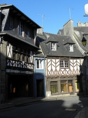 Maison - Français:   Maison sise 2 Rue de la Chalotais à Tréguier (22).
