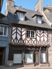 Maison - Français:   Maison à pans de bois de la rue de la Chalotais (Tréguier)