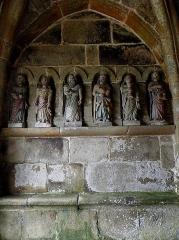 Eglise Notre-Dame de la Merci - Porche sud de l'église Notre-Dame-de-la-Merci de Trémel (22). Costale ouest. Apôtres.