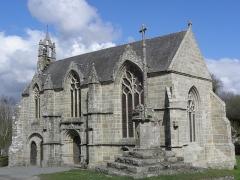 Chapelle Saint-Jacques et sa fontaine - Calvaire, flanc sud et chevet de la chapelle Saint-Jacques de Tréméven (22).
