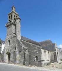 Eglise Saint-Raymond, ou Saint-Rumon - Français:   Église Saint-Raymond d\'Audierne (29). Façade occidentale et flanc sud.