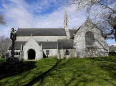 Chapelle de Perguet - Français:   Chapelle Sainte-Brigitte de Perguet en Bénodet (29). Calvaire et flanc sud.