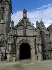 Eglise Notre-Dame - Porche sud de l'église Notre-Dame de Bodilis (29).
