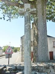 Eglise Saint-Hilaire - Français:   Clohars-Fouesnant: le calvaire du XVème siècle au sein de l\'enclos paroissial