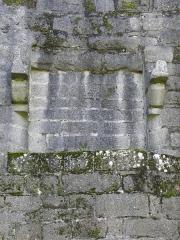Remparts de la Ville Close - Vestige d'une cheminée à foyer sur massif de pierre à l'intérieur du Fer à Cheval. Ville close de Concarneau (29).