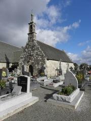 Chapelle Sainte-Nonne - Français:   Flanc sud et façade occidentale de la chapelle Sainte-Nonne de Dirinon (29).