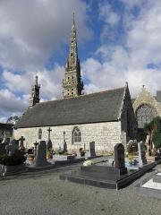 Chapelle Sainte-Nonne - Français:   Flanc sud de la chapelle Sainte-Nonne de Dirinon (29).