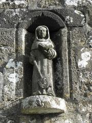 Chapelle Sainte-Nonne - Français:   Statue de Sainte-Nonne sise façade occidentale de la chapelle Sainte-Nonne de Dirinon (29).