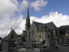 Eglise Sainte-Nonne et Saint-Divy - Chevet de la chapelle Sainte-Nonne et flanc sud de l'église Sainte-Nonne de Dirinon (29).